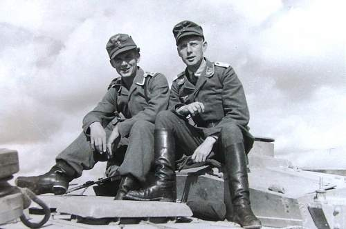 Click image for larger version.  Name:Luftwaffe photos 001.jpg Views:98 Size:114.3 KB ID:603736