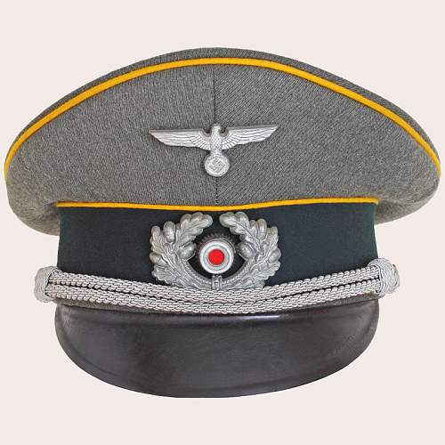Click image for larger version.  Name:German_Cavalry_Officers_Cap_03.jpg Views:35 Size:214.3 KB ID:715859