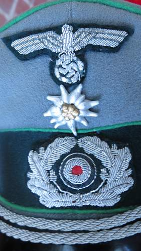 Heer Mountain Troops Officer's visor cap, with edelweiss traditions badge