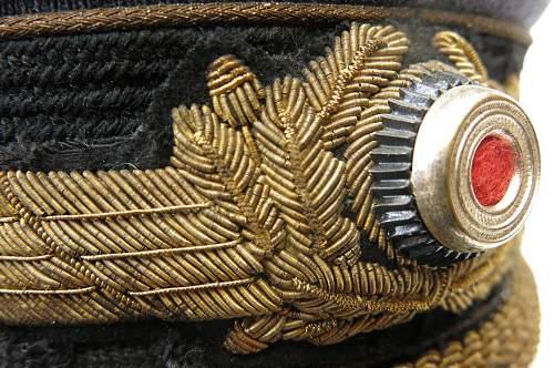 Click image for larger version.  Name:Luftwaffe Erel generals visor cap 010.jpg Views:31 Size:243.2 KB ID:751879