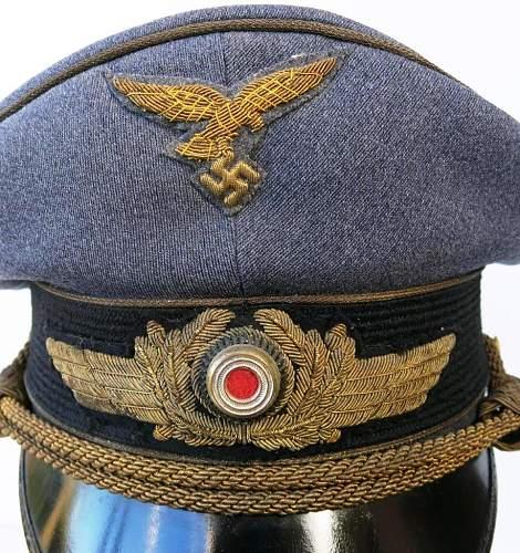 Click image for larger version.  Name:Early Erel Luftwaffe generals visor cap 005.jpg Views:38 Size:185.4 KB ID:751880