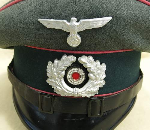 Click image for larger version.  Name:Clemens Wagner Panzer NCO visor cap 005.jpg Views:34 Size:222.3 KB ID:777808