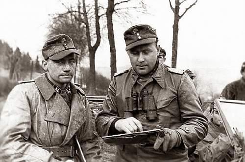 Click image for larger version.  Name:SS-Obersturmfuhrer Hans-Martin Leidreiter & SS-Sturmbannfuhrer Gustav Knittel 18_12_1944.jpg Views:523 Size:94.3 KB ID:781084