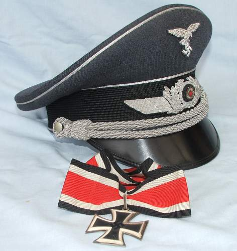 Click image for larger version.  Name:Luft officer visor caps 008.jpg Views:33 Size:218.3 KB ID:791642
