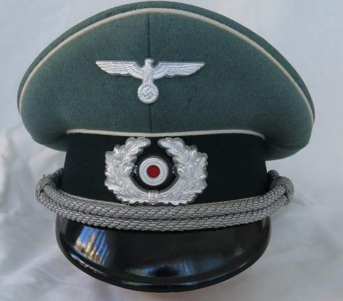 Click image for larger version.  Name:Schellenberg Infantry Officer Visor Cap 001.jpg Views:20 Size:148.1 KB ID:801973
