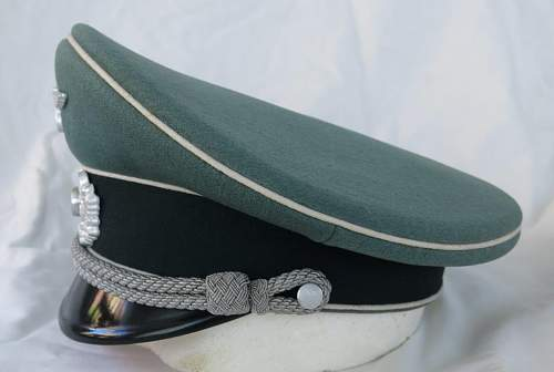 Click image for larger version.  Name:Schellenberg Infantry Officer Visor Cap 008.jpg Views:35 Size:85.0 KB ID:801980