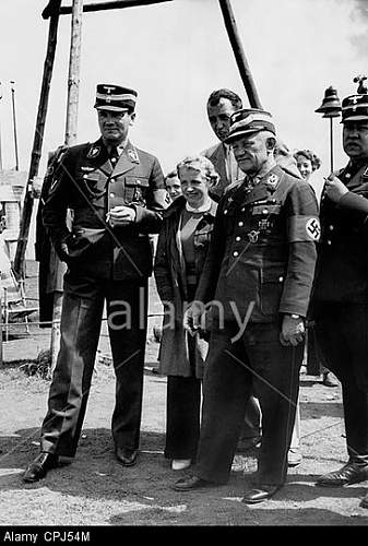Click image for larger version.  Name:hanna-reitsch-and-friedrich-christiansen-1938-CPJ54M.jpg Views:218 Size:58.8 KB ID:813598