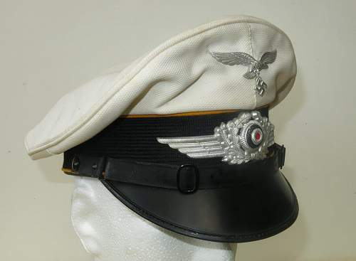 Click image for larger version.  Name:Luftwaffe flight section white top visor cap 001.jpg Views:169 Size:100.9 KB ID:842061