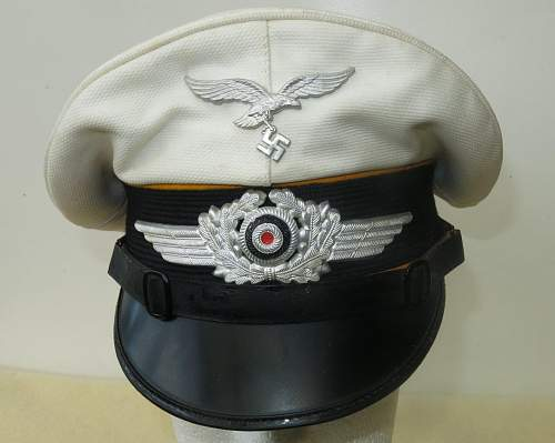 Click image for larger version.  Name:Luftwaffe flight section white top visor cap 002.jpg Views:59 Size:127.3 KB ID:842062