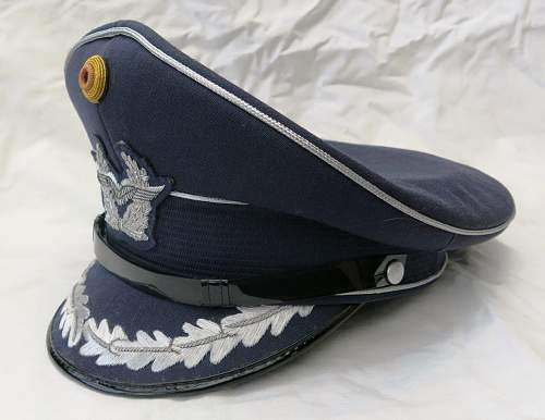 Click image for larger version.  Name:Bundesluftwaffe officer's visor cap 005.jpg Views:30 Size:134.5 KB ID:843193