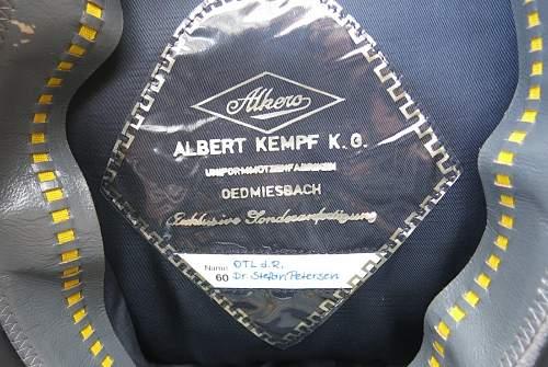 Click image for larger version.  Name:Bundesluftwaffe officer's visor cap 009.jpg Views:101 Size:174.4 KB ID:843197
