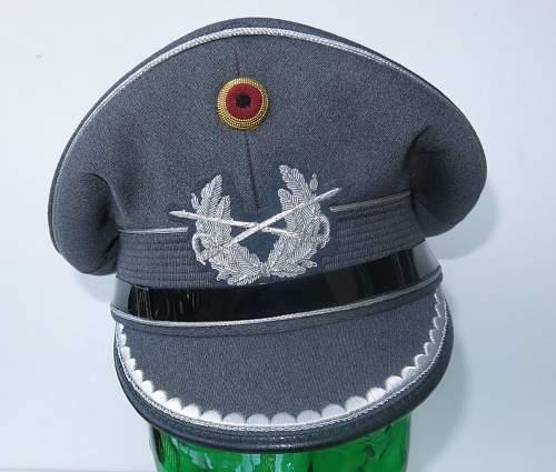 Click image for larger version.  Name:Bundeswehr junior officer Heer visor cap 003.jpg Views:97 Size:186.1 KB ID:843200