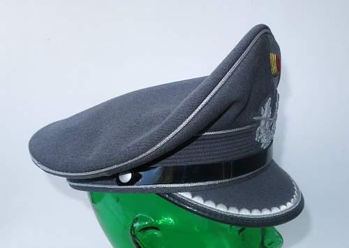 Click image for larger version.  Name:Bundeswehr junior officer Heer visor cap 005.jpg Views:42 Size:112.5 KB ID:843202