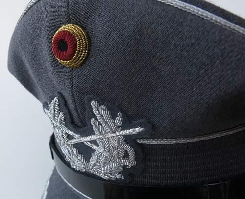Click image for larger version.  Name:Bundeswehr junior officer Heer visor cap 011.jpg Views:24 Size:183.3 KB ID:843205