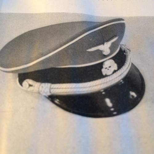 Kleiderkasse SS and cap.