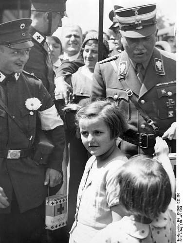 Click image for larger version.  Name:Bundesarchiv_Bild_183-2007-1022-500,_Berlin,_Karl-Eduard_von_Sachen-Coburg_und_Gotha.jpg Views:42 Size:60.8 KB ID:863806