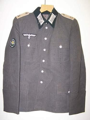 Need help on WW2 German Officer's uniforms