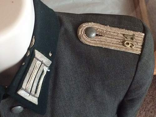 Need help on WW2 German Officer's uniforms