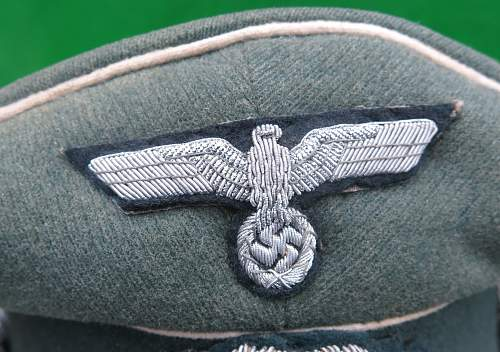 Heer Infantry Officer upgraded visor cap with full bullion insignia