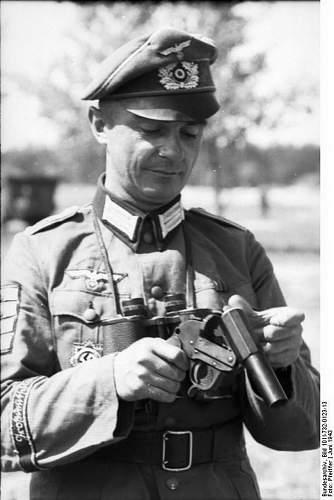 Click image for larger version.  Name:Bundesarchiv_Bild_101I-732-0123-13,_Russland,_Soldat_der_Div._»Großdeutschland«.jpg Views:109 Size:82.8 KB ID:895894