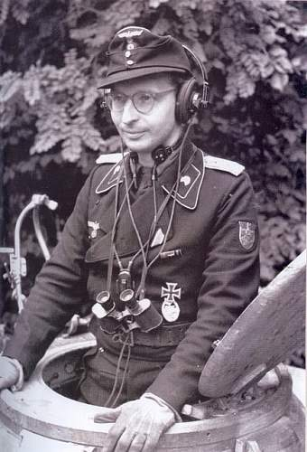 Click image for larger version.  Name:German Panzer commander.jpg Views:131 Size:74.9 KB ID:902923