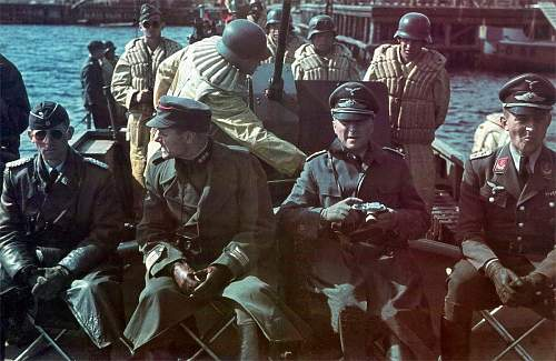 Click image for larger version.  Name:This is an interesting war time colour photo which taken in the summer of 1942.jpg Views:149 Size:175.4 KB ID:915641