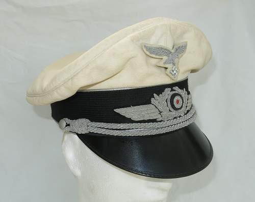 Click image for larger version.  Name:CW Luftwaffe Officer white top visor cap 002.jpg Views:40 Size:205.1 KB ID:915874