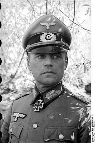 Click image for larger version.  Name:Bundesarchiv_Bild_101I-218-0518-12,_Russland-Sud,_Generalmajor_mit_Ritterkreuz.jpg Views:14 Size:101.9 KB ID:922038