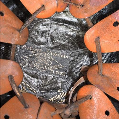 Click image for larger version.  Name:German_Police_Crash_Helmet_07.jpg Views:70 Size:107.1 KB ID:923297