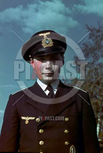 Click image for larger version.  Name:stock-photo-german-ww2-kriegsmarine-officer-in-uniform-with-minesweepers-badge-in-gold-bautzen-1.jpg Views:71 Size:168.3 KB ID:968177