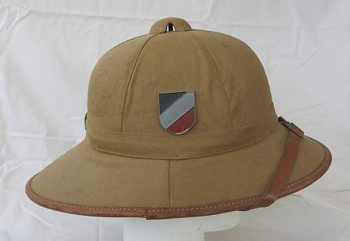 Click image for larger version.  Name:Luftwaffe sun helmet by Pose Berlin 005.jpg Views:62 Size:221.9 KB ID:970806