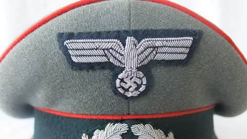 Heer Artillery Erel Officer visor cap, with bullion insignia.