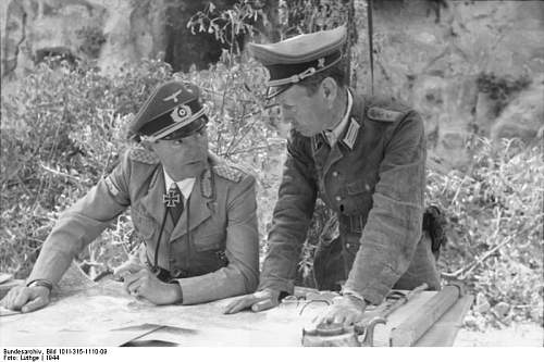 Click image for larger version.  Name:Bundesarchiv_Bild_101I-315-1110-09,_Italien,_Offiziere_bei_Lagebesprechung.jpg Views:17 Size:62.5 KB ID:991749