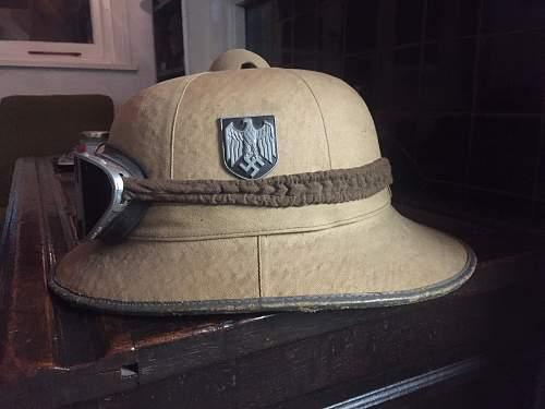 Tropical helmet insignia
