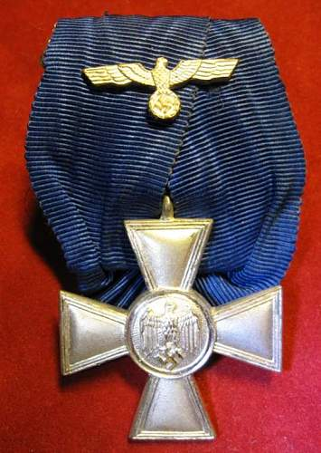 Click image for larger version.  Name:085 Heer 18 years Service Medal  2. class.jpg Views:196 Size:61.6 KB ID:103239