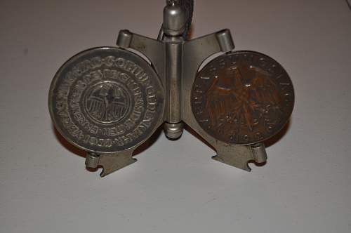 Medals and Medal Stand - Looking for additional Information