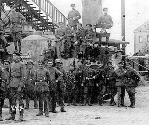 help identify freikorps flags?