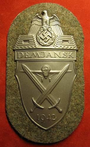 Click image for larger version.  Name:051 Demjansk Badge.jpg Views:124 Size:77.3 KB ID:171293