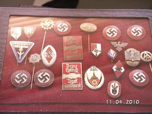 Click image for larger version.  Name:110410 Enamelled badges.jpg Views:39 Size:175.2 KB ID:177269