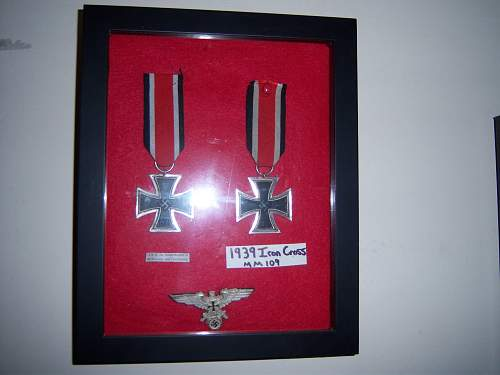 how do you display medals????