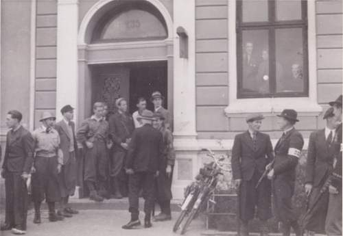 Click image for larger version.  Name:Fotoalbum nr 22 Politikammeret mai 1945 800x600.jpg Views:113 Size:51.7 KB ID:233741