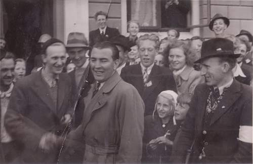Click image for larger version.  Name:Fotoalbum nr 25 Politikammeret mai 1945 800x500.jpg Views:115 Size:55.3 KB ID:233742