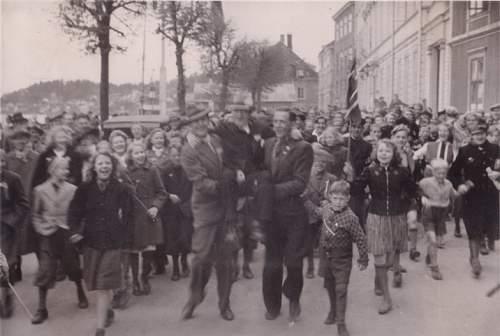 Click image for larger version.  Name:Fotoalbum nr 18 Ordførerens hyldest mai 1945 800x500.jpg Views:173 Size:64.5 KB ID:233743
