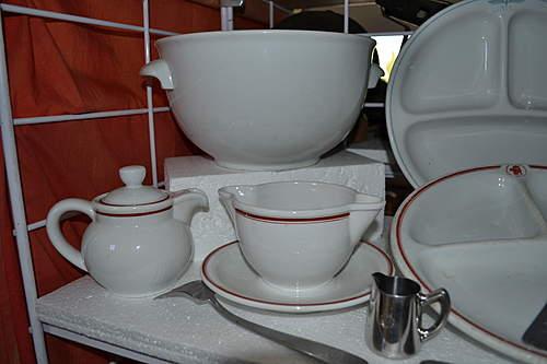 Poele's German dinnerware collection