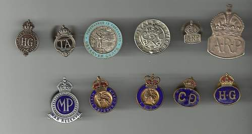 WW1 and WW2 assorted badges