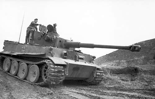 Click image for larger version.  Name:Bundesarchiv_Bild_101I-554-0872-35,_Tunesien,_Panzer_VI_(Tiger_I).jpg Views:883 Size:69.8 KB ID:558929