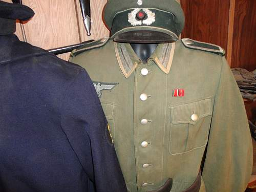 Heer and KM uniforms and caps