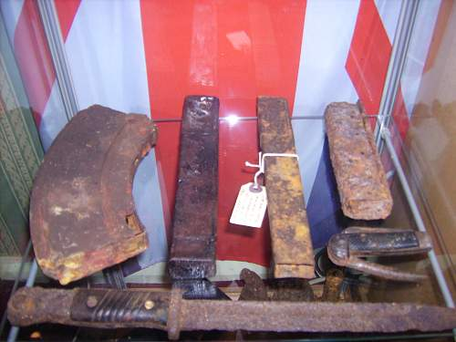Click image for larger version.  Name:ww2 relics 080.jpg Views:70 Size:219.8 KB ID:64723