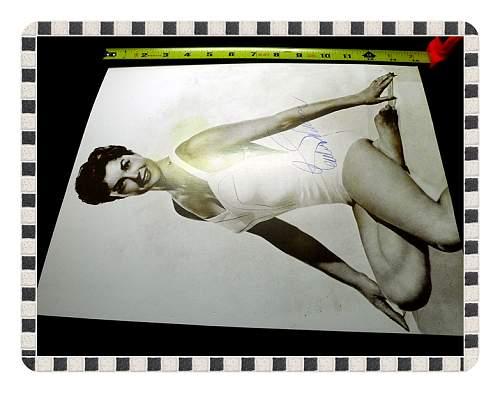Click image for larger version.  Name:War Art & Pinup GirlsWar Art & Pinups 027.jpg Views:16 Size:44.2 KB ID:676462