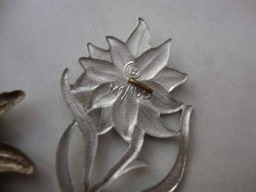 Click image for larger version.  Name:medals 058.jpg Views:78 Size:147.1 KB ID:83224
